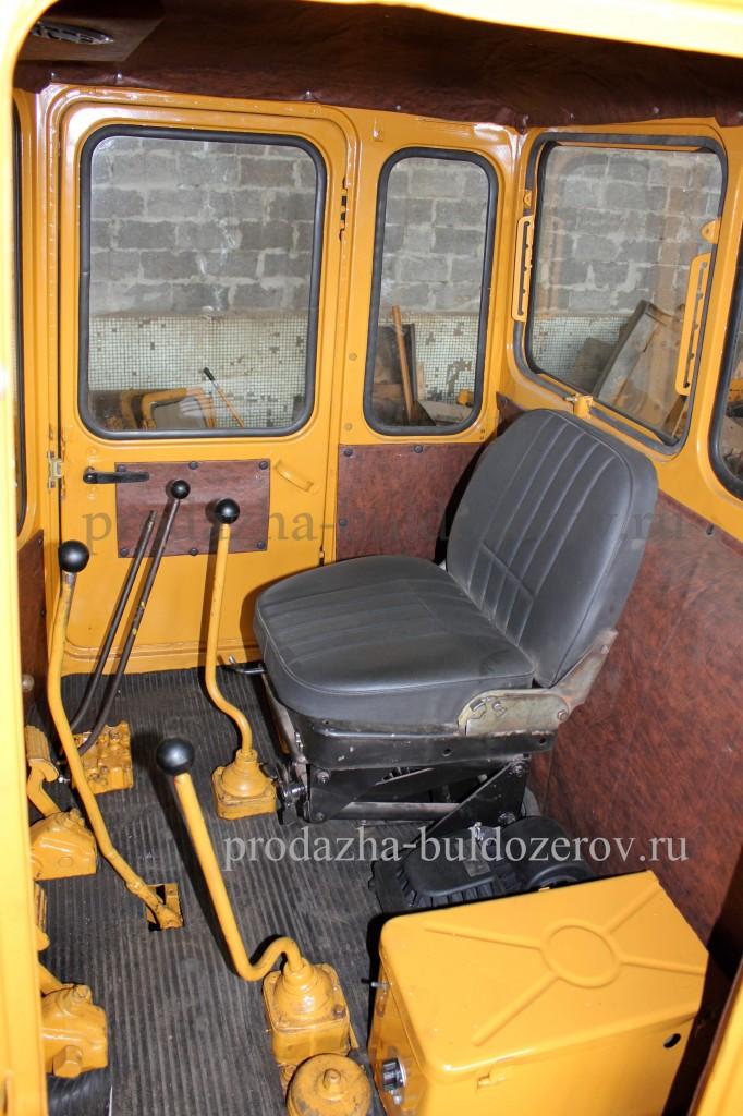 Салон кабины бульдозера Т-130.