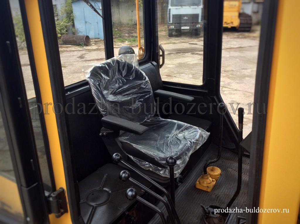 Современная кабина Б10М с удобным и комфортным рабочим местом.