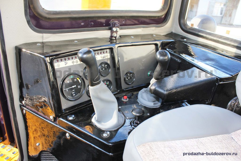 Интерьер кабины бульдозера ЧЕТРА Т 11 М, Т 11.01 Я1МБ-3, Т 1101